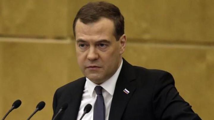 MEDVEDEV SUTRA STIŽE U BEOGRAD! Premijera Ruske Federacije čuvaće 5.000 SPECIJALACA, ni ptica ne sme da proleti, a EVO KUDA ĆE SE KRETATI!