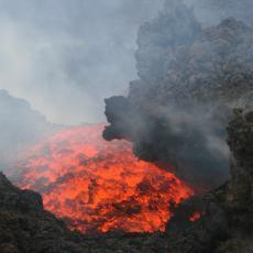 MERAPI POČEO DA DIVLJA: Velika erupcija vulkana, lava se sliva dužinom od 1.500 metara (FOTO/VIDEO)