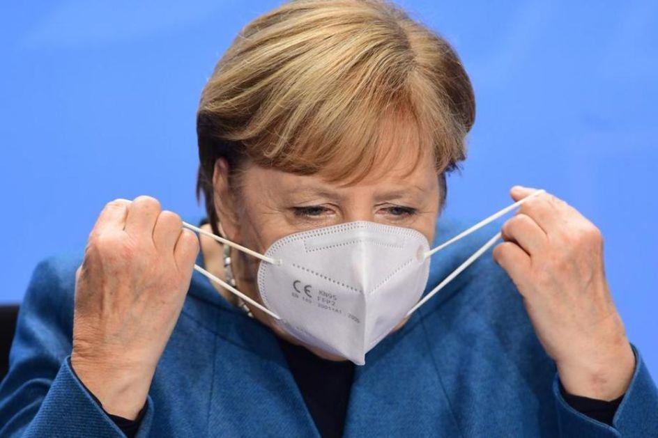 MERKELOVOJ UVALILI LAŽNJAK: Maska koju kancelarka nosi je kopija, ekspert tvdri da joj OVO nedostaje!