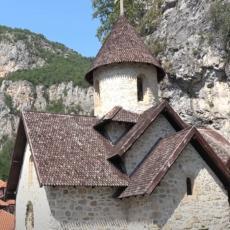 MESTA NA KOJIMA SE DEŠAVAJU ČUDA: U ovim srpskim manastirima mnogi su se izlečili, a za neke možda niste ni čuli