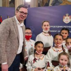 MI SMO DECA NEBA Ovo je najlepša i najslađa čestitka koju je Vučić dobio za rođendan (VIDEO)