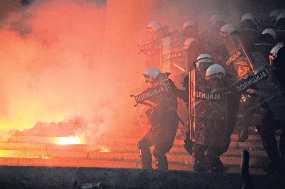 MI SMO TI KOJI SU TRPELI NASILJE Stanić: Policajci nisu napala okupljene, već intervenisali kada su im ugroženi životi