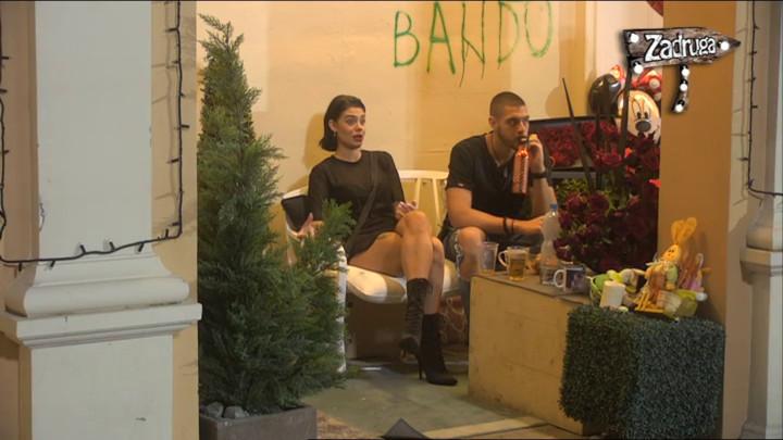MINA POBEGLA SA ŽURKE, PA SE GUŠILA U SUZAMA: Prava sam balavica, nikad neću odrasti! (VIDEO)
