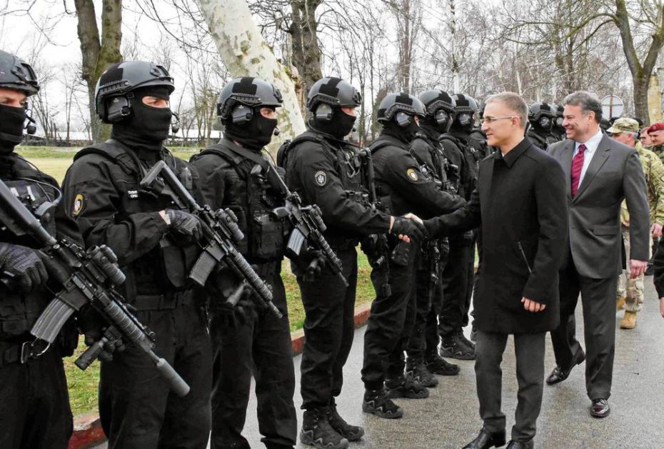 MINISTAR POLICIJE PRISUSTVOVAO VEŽBI SPECIJALACA: Kobre, SAJ, Sokolovi i američke Foke zajedno u akciji