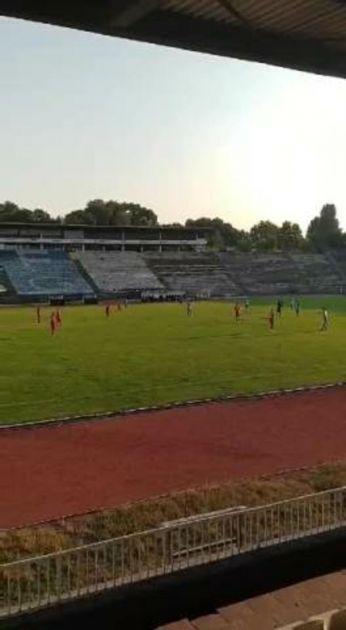 MINUT APLAUZA ZA MALOG STEFANA! Fudbaleri OFK Beograda i Borca se emotivnim gestom oprostili od tragično stradalog dečaka VIDEO