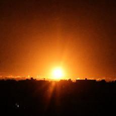 MIR ZA NJIH NIJE OPCIJA, KRVOPROLIĆE NA POMOLU - RAKETAMA ZASULI PALESTINCE: Pogledajte snimak sinoćnjeg bombardovanja Gaze (VIDEO)
