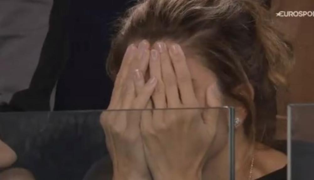 MIRKA SE UMALO NIJE ŠLOGIRALA: Federerova žena TEŠKO podnela dramu u Melburnu! Pogledajte njene reakcije (VIDEO)