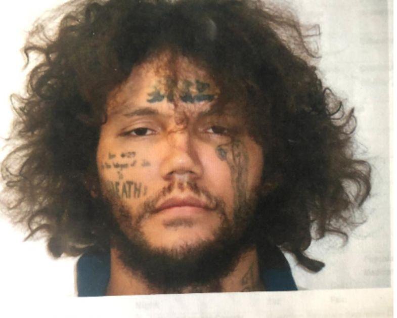 MISLIO DA IZGLEDA PITOMO I DA GA NIKO NEĆE PREPOZNATI: Odbegli zatvorenik zaboravio da ima veoma prepoznatljive tetovaže na licu! Nije dugo bio na slobodi! (FOTO)