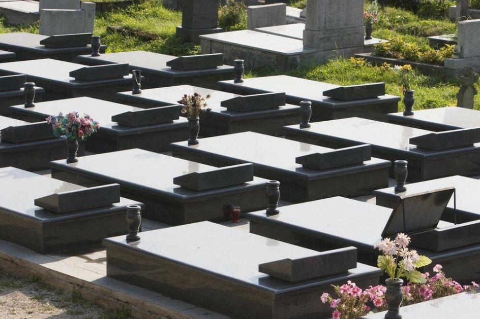 MISTERIJA U ZETSKOM SELU: Nepoznati leš zatekli u porodičnoj grobnici, meštani sumnjaju da se radi o ubijenoj ženi