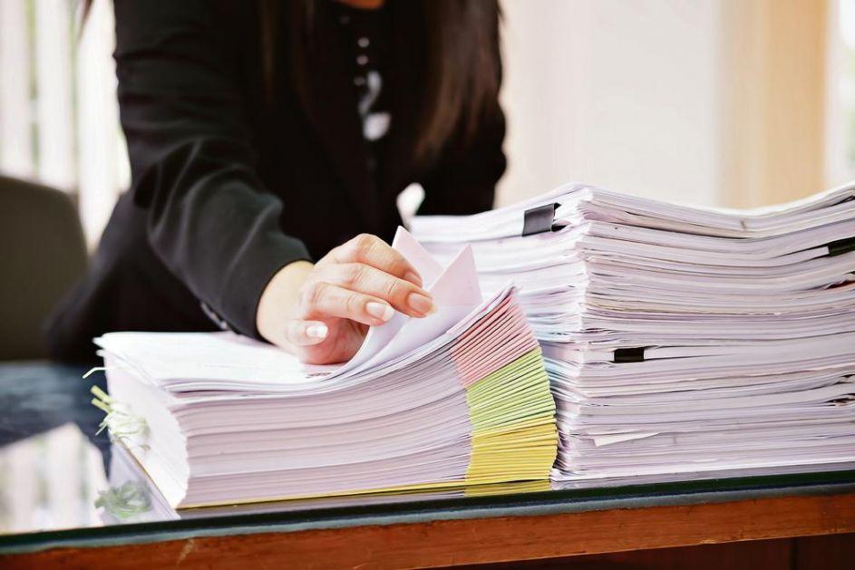 MIZERNI BILANS VLADAVINE VALNETINA INCKA: Za platu od 25.000 evra, za 12 godina doneo svega 82 odluke, uglavnom protiv Srba!