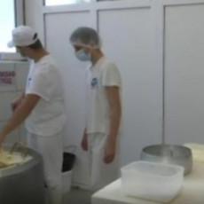 MLADE I VEŠTE RUKE BUDUĆIH ZANATLIJA SRBIJE: Đaci Mlekarske škole u Pirotu imaju jedinstven maturski ispit na Balkanu