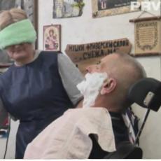 MOĆ JE U NJIHOVIM RUKAMA: Žene berberi iz Užica barataju britvom bez problema, Snežana začas obrije supruga i vezanih očiju