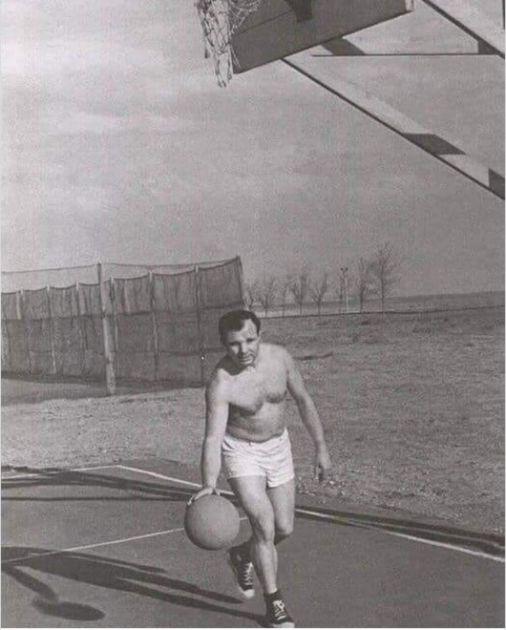 MOGAO JE DA BIRA SPORT, A IZABRAO JE KOSMOS! Bio je veliki talenat za košarku, trenirao sa CSKA, dobio i memorijalni turnir!