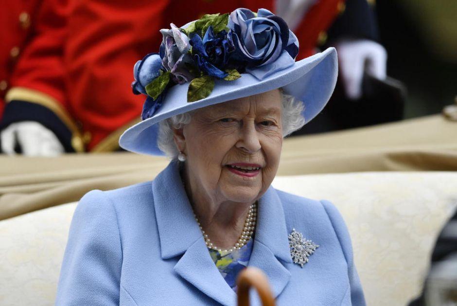 MOGLA BI DA OTKLONI SVE DEZINFORMACIJE: Britanska vlada razmatra da pozove kraljicu Elizabetu da testira vakcinu protiv korone