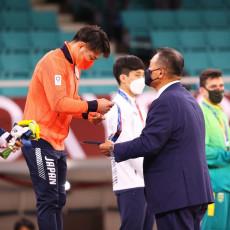 MOK OLABAVIO PROTOKOL: Osvajači medalja mogu da skinu maske, uz jedan uslov