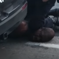 MOLIM TE, NE MOGU DA DIŠEM: Požari, pljačke, sukobi nakon nasilne smrti Afroamerikanca (UZNEMIRUJUĆI VIDEO)