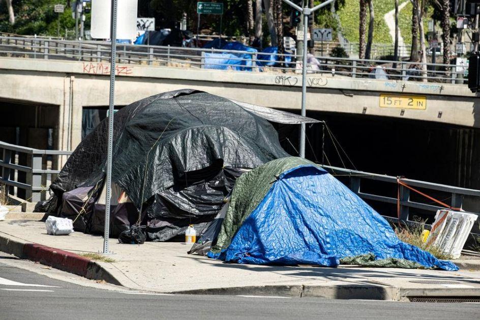 MONSTRUM TROVAO BESKUĆNIKE U KALIFORNIJI: Davao im otrovanu hranu, snimao ih kad im je pozlilo! Evo kakva ga kazna čeka