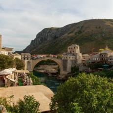 MOSTARSKI IZBORNI PARADOKS: Srbi odlučuju da li će gradonačelnik biti Hrvat ili Bošnjak
