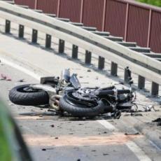 MOTOCIKLISTA (52) IZ SRBIJE TEŠKO POVREĐEN U CRNOJ GORI: Nakon udesa motor je ostao na prednjem točku
