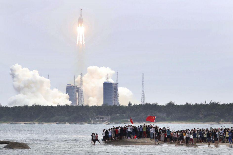 MOŽE DA PADNE U NASELJENO PODRUČJE Pentagon prati kinesku raketu koja bez kontrole ide ka Zemlji