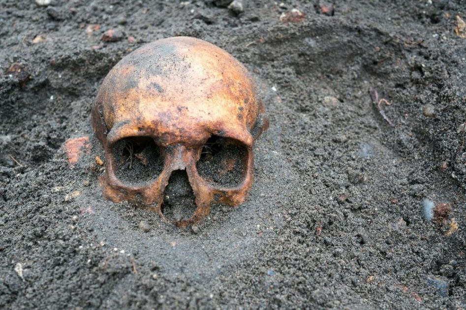 MRAČNI SREDNJI VEK Zašto su Evropljani redovno otvarali grobnice, uklanjali mrtvima stopala, pomerali lobanje i uzimali predmete?