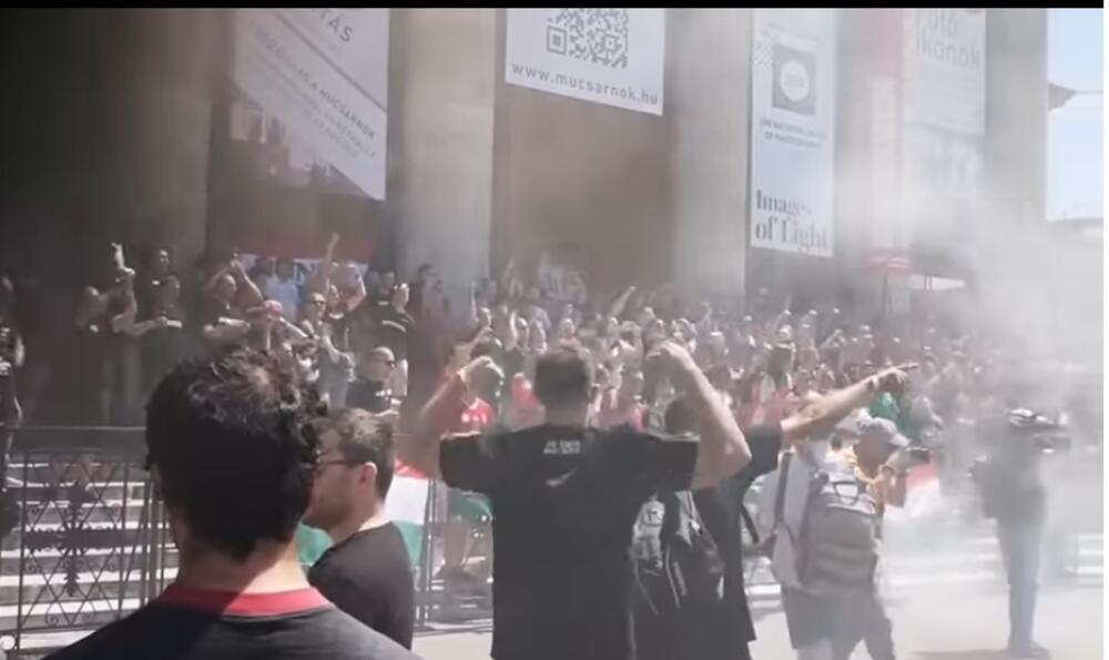 MRZE JEVREJE, ROME I LGBT: Ovo je NAJZLOGLASNIJA navijačka grupa na Evropskom prvenstvu! VIDEO