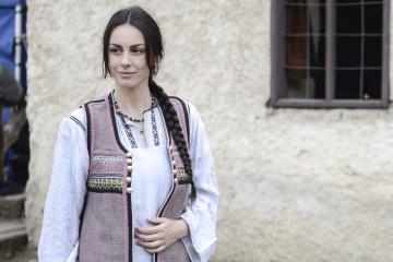 """MUČNA SCENA O KOJOJ SVI PRIČAJU Slobodu Mićalović TUKLI DVA I PO SATA na snimanju serije """"Koreni"""""""