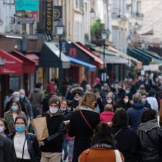 MUKE PARIŽANA: Zbog zatvorenih kafića redovi ispred javnih toaleta sve veći, a neki se snalaze na drugi način! (VIDEO)