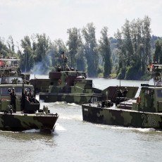 MUNJEVITI UDAR 2021 I NA VODI: Treslo se na poligonu kod Titela - pogledajte ubojitu akciju srpske rečne flotile (FOTO/VIDEO)