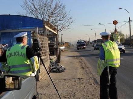MUP: Od danas NEPREKIDNA KONTROLA prekoračenja brzine na putevima FOTO