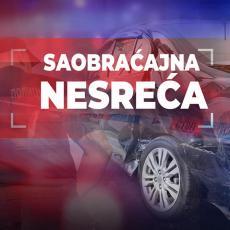 MUP POTVRDIO - POGINULE TRI OSOBE: Prevrnuo se BMW, nije im bilo spasa - veliki broj vatrogasnih vozila na terenu
