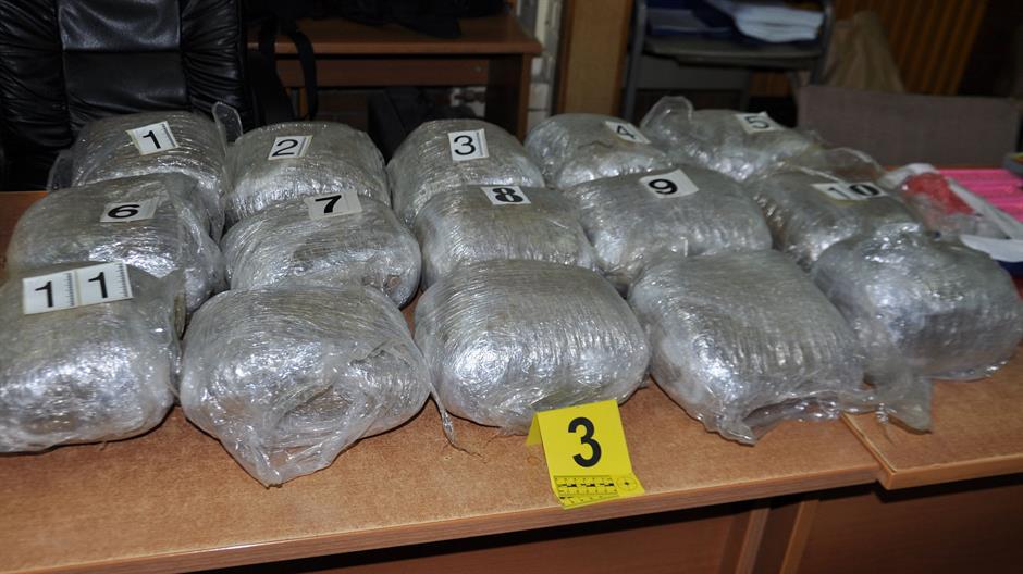 MUP: Uhapšeno šest osoba, zaplenjeni narkotici i 10 bombi