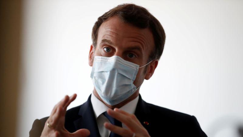 Macron upozorio da će se Francuska boriti protiv virusa do ljeta 2021.