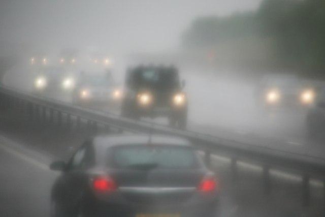 Magla na putevima, kamioni čekaju više sati na granicama