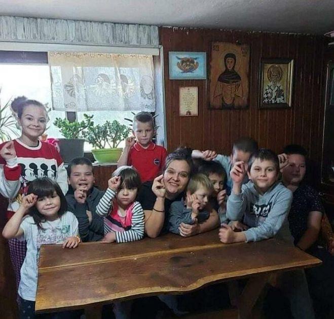Maja je samohrana majka 11 dece koja za doručak pojedu 30 jaja: Ovo je život sa mnogo ljubavi