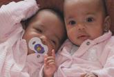 Majka ih je prodala za 8.200 funti, ali bliznakinje danas žive srećno
