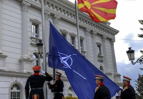 Makedonski predsednik nije prisustvovao podizanju NATO zastave u Skoplju