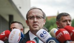 Makron dočekao kosovskog premijera Hotija u Jelisejskoj palati