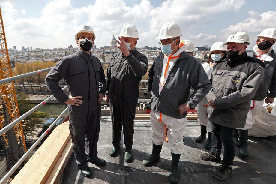 Makron u poseti Notr-Damu povodom druge godišnjice od požara