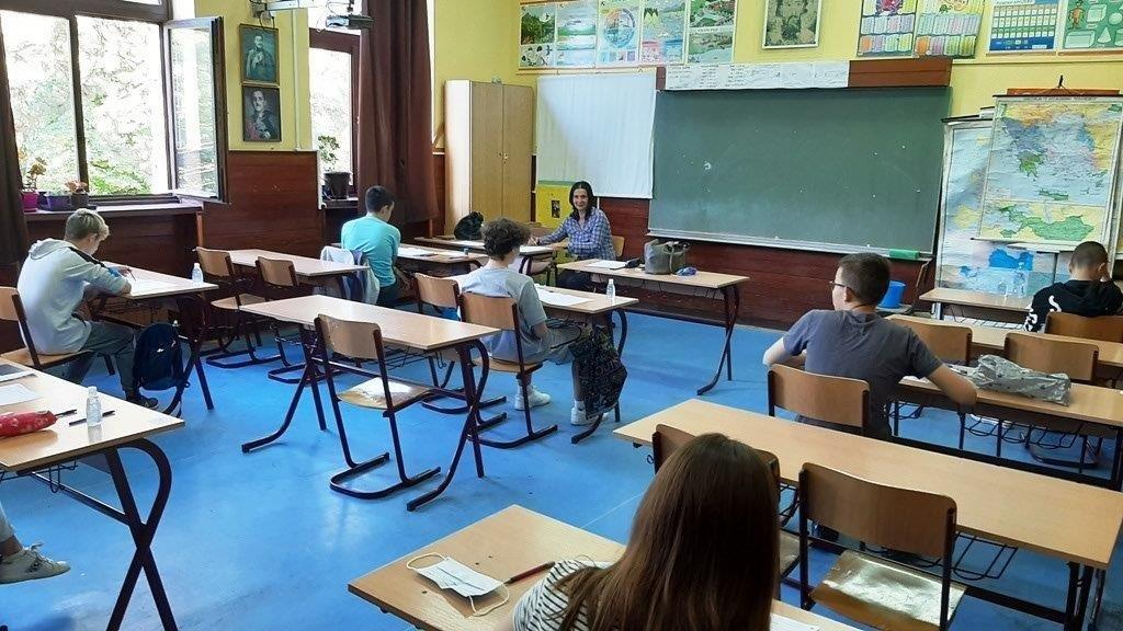 Mali maturanti polagali test iz matematike