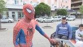 Mališane u gradu na Moravi vozi Spajdermen lično