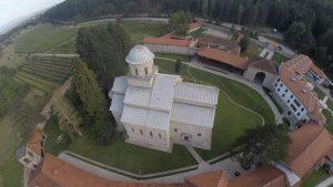 Manastir Visoki Dečani stalno je na udaru