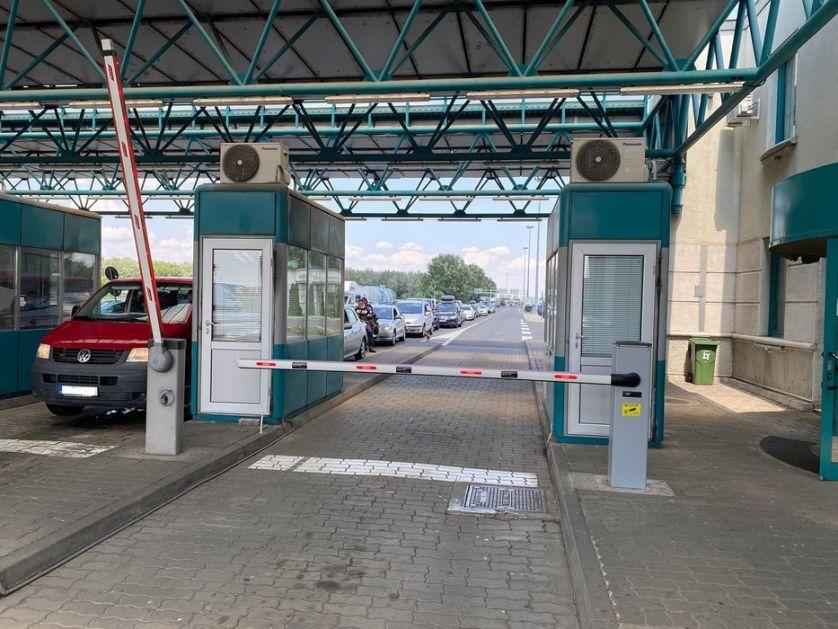 Saobraćaj umeren, na granici čekanja do 50 minuta