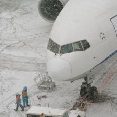Manji požar u avionu zbog elektronske cigarete: Stjuardesa pobedila vatru