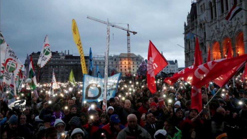 Masovne demonstracije u Budimpešti protiv Orbana i prekovremenog rada