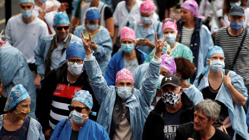 Medicinari u Francuskoj na ulicama traže bolje uvjete za rad