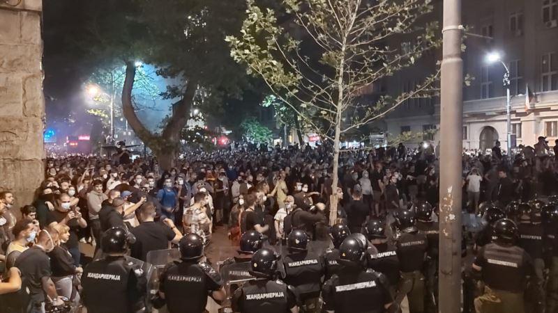 Medijske ekipe napadnute tokom izveštavanja sa protesta u Srbiji