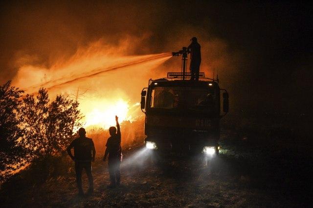 Mediteran u plamenu: Stižu nova upozorenja; Vrućine će potrajati - a pakao čeka i Balkan VIDEO/FOTO