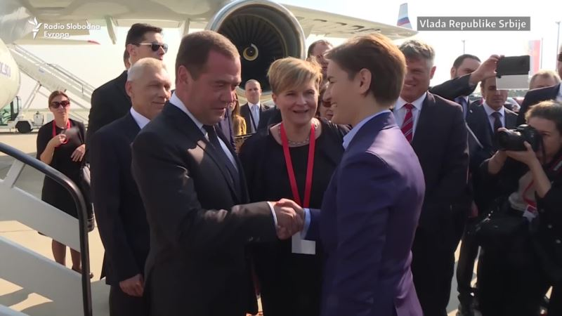 Svečani doček za Medvedeva ispred Palate Srbija