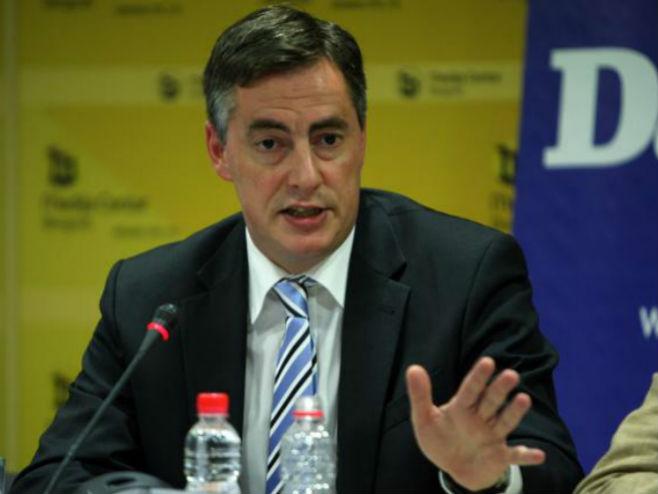 Mekalister: Evropski parlament spreman da posreduje u dijalogu vlasti i opozicije u Srbiji